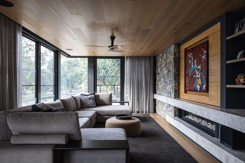 Nabiac lounge